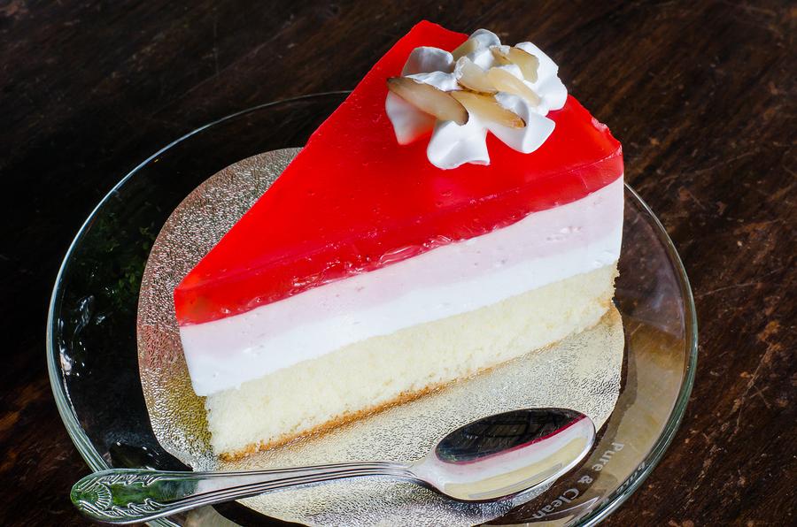 Strawberry Crepe Cake     photobyphotoboy