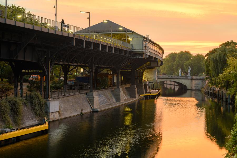 Landwehrkanal, early morning by devteev